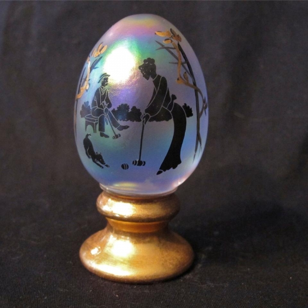 Fenton White Carnival Glass Silhouette Egg Paperweight