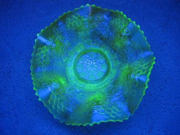 Antique Fenton Vaseline Leaf Chain Carnival Glass Bowl